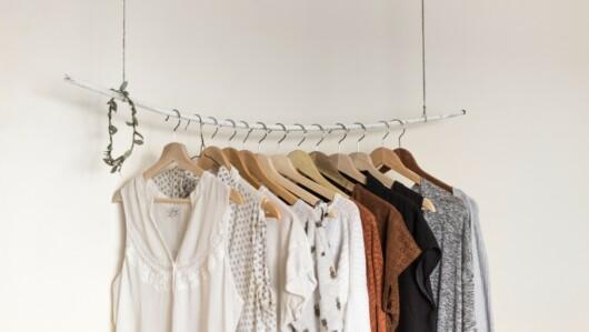 Kleidung in einem Shop